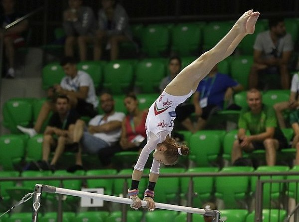 622px-2019-06-28_1st_FIG_Artistic_Gymnastics_JWCH_Women's_All-around_competition_Subdivision_1_Uneven_bars_(Martin_Rulsch)_172